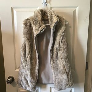 NWOT Reversible faux fur/ leather vest size small
